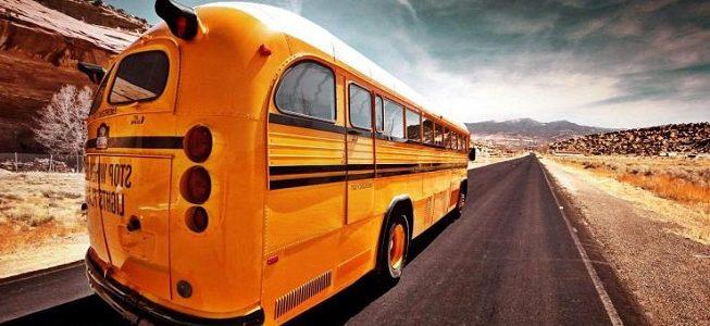 autokar na wycieczkę szkolną
